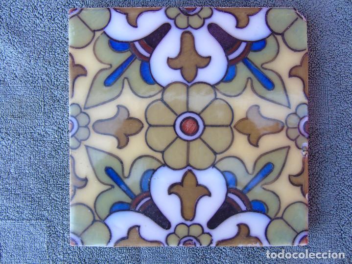 ANTIGUO AZULEJO CON MARGARITA CENTRAL VERDE, (Antigüedades - Porcelanas y Cerámicas - Azulejos)