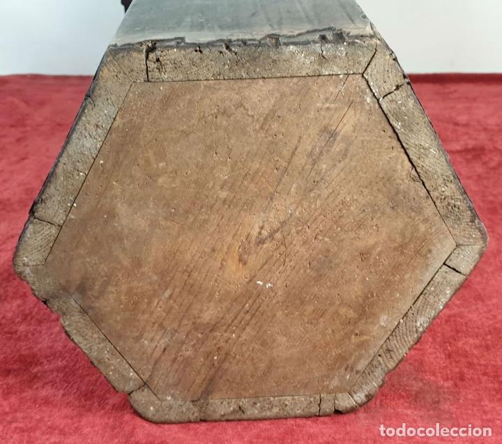 Antigüedades: PEANA DE MADERA TALLADA. BASE EXAGONAL. SIGLO XIX. - Foto 10 - 195260862