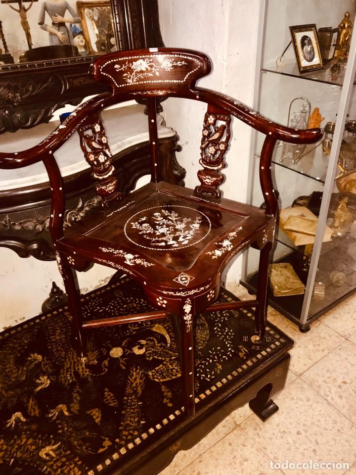 SILLA CON INCRUSTACIONES DE NÁCAR. (Antigüedades - Muebles Antiguos - Sillas Antiguas)