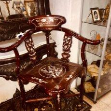 Antigüedades: SILLA CON INCRUSTACIONES DE NÁCAR.. Lote 195261375