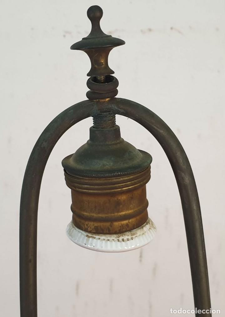 Antigüedades: LÁMPARA DE SOBREMESA. MADERA DE CAOBA. BASES CON FORMA DE TORTUGA. SIGLO XX. - Foto 4 - 195262785