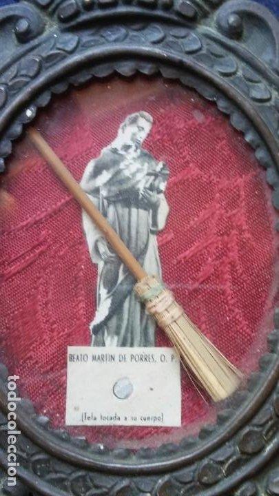 Antigüedades: Antiguo relicario San Martin de Porres metal repujado - Foto 2 - 195267638