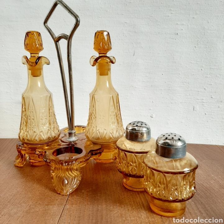 Antigüedades: Conjunto de aceitera vinagreta sal y pimienta en vidrio color ámbar - Foto 2 - 195268327