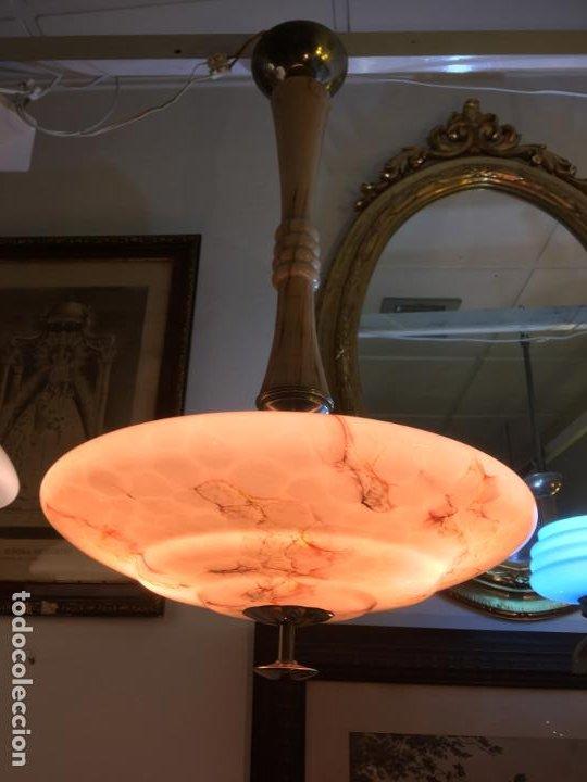 Antigüedades: Lampara de techo opalina veteada amarmolada. mide 70 x 40 cms. Años 40. fotos - Foto 4 - 195268535