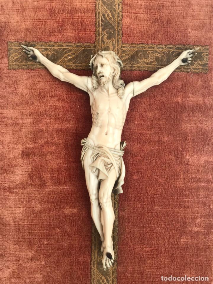 ESCUELA FRANCESA DE DIEPPE, DEL SIGLO XIX: ESCULTURA EN MARFIL (Antigüedades - Religiosas - Crucifijos Antiguos)