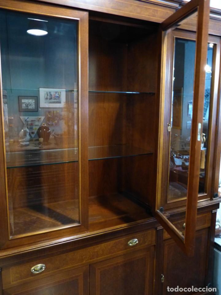 Antigüedades: Vitrina de los años 70 madera maciza - Foto 4 - 195303295