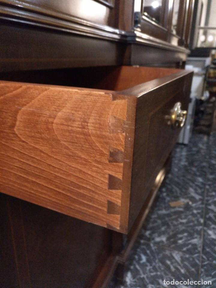 Antigüedades: Vitrina de los años 70 madera maciza - Foto 8 - 195303295