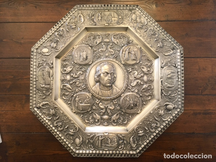 PLATO O BANDEJA EN RELIEVE CRISTÓBAL COLÓN (C. 1890) (Antigüedades - Platería - Bañado en Plata Antiguo)