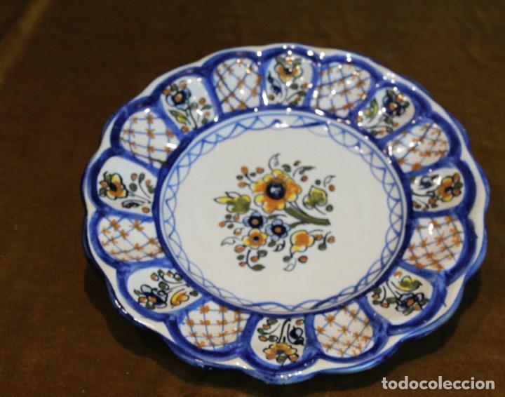 PLATO DE CERÁMICA DE TALAVERA DE LA REINA,SELLO DE FABRICANTE. (Antigüedades - Porcelanas y Cerámicas - Talavera)