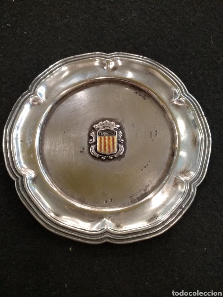 PLATO / BANDEJA DE PLATA CON ESCUDO DE LA COMUNIDAD TARRAGONA (Antigüedades - Platería - Plata de Ley Antigua)