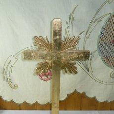 Antigüedades: CRUZ DE MADERA CON PAN DE ORO.. Lote 195323076