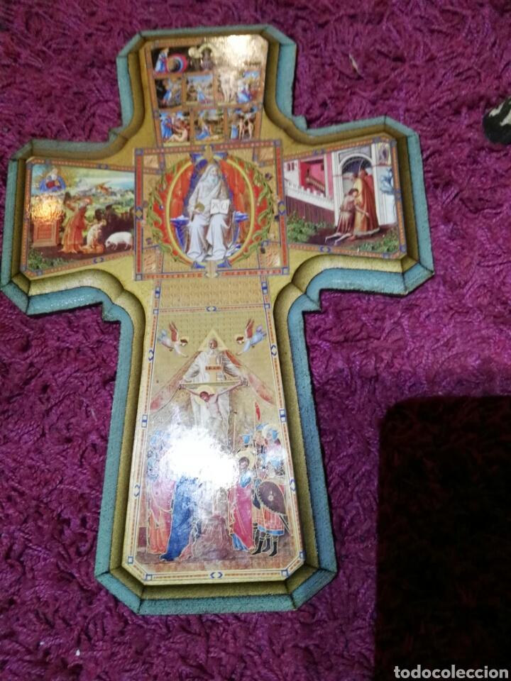 Antigüedades: Cruz en madera con ilustraciones - Foto 2 - 195327405