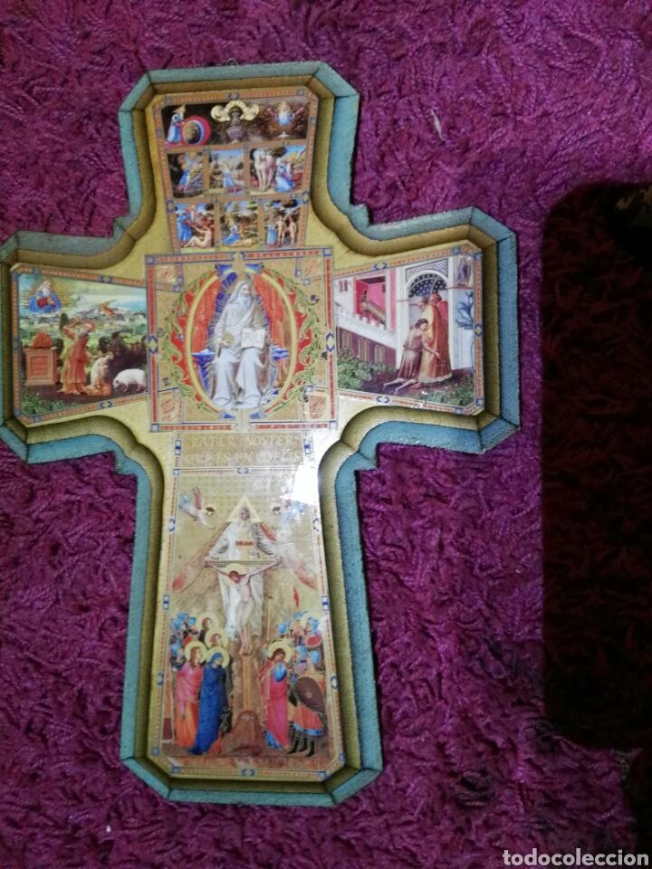Antigüedades: Cruz en madera con ilustraciones - Foto 3 - 195327405