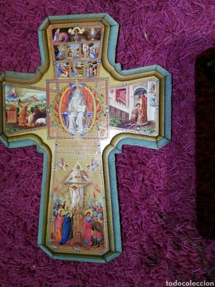 CRUZ EN MADERA CON ILUSTRACIONES (Antigüedades - Religiosas - Cruces Antiguas)