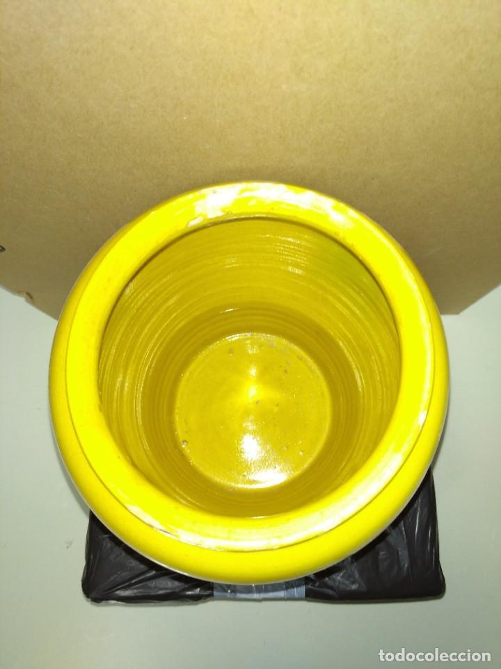 Antigüedades: Antigua orza fabricada en barro esmaltado color amarillo y tonos verdes. - Foto 2 - 195329442