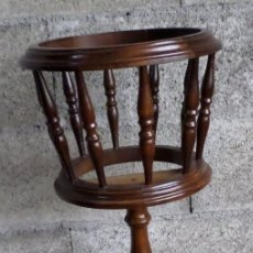 Antigüedades: MACETERO DE PIE DE MADERA . Lote 195331246
