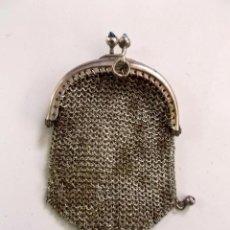Antigüedades: LOTE DE 3 MONEDEROS DE MALLA DE METAL PLATEADO 1910 - 20. Lote 195332312