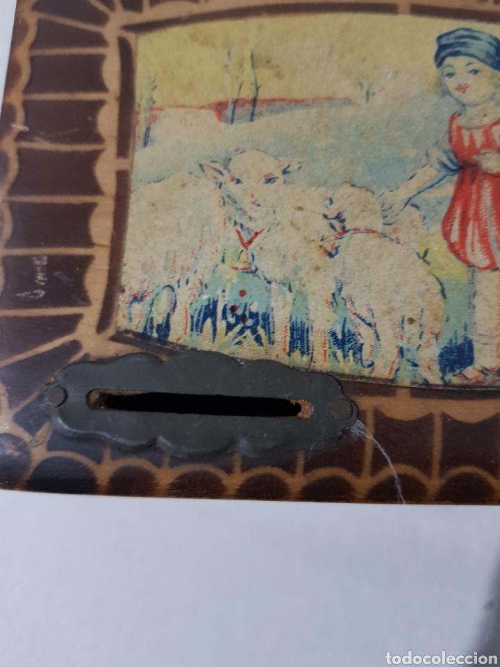 Antigüedades: Hucha de madera antigua? Con cerradura falta la llave 15 x 10 x 5 - Foto 3 - 195334470