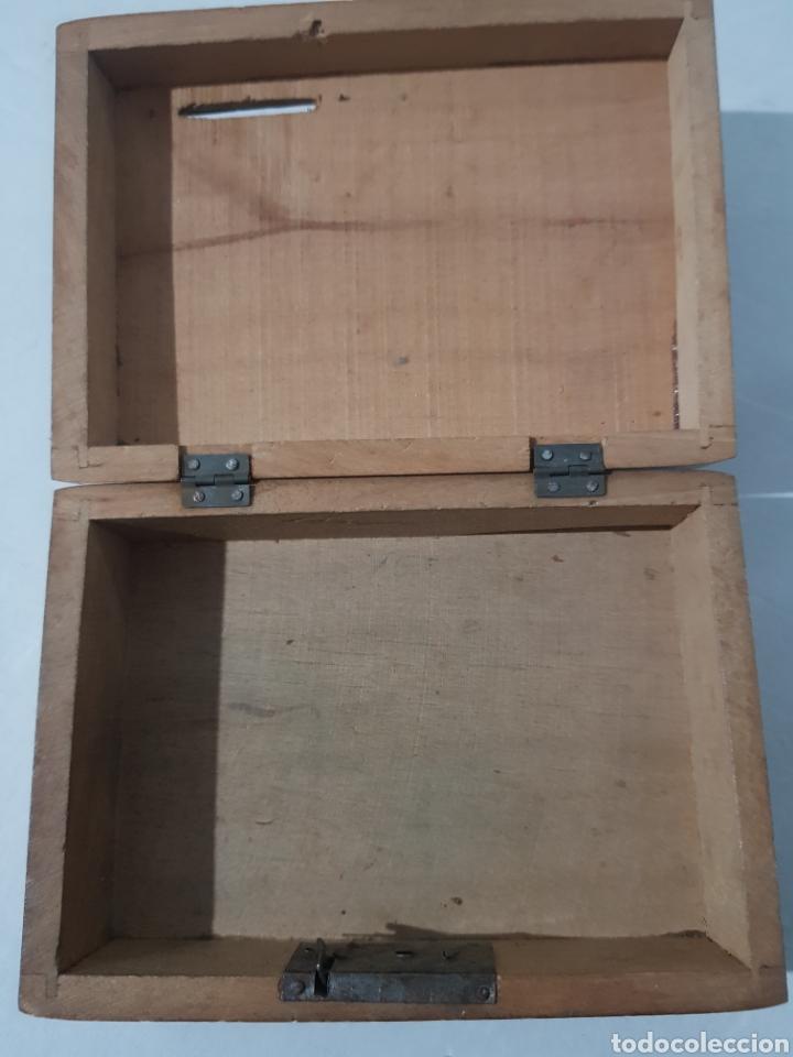 Antigüedades: Hucha de madera antigua? Con cerradura falta la llave 15 x 10 x 5 - Foto 7 - 195334470