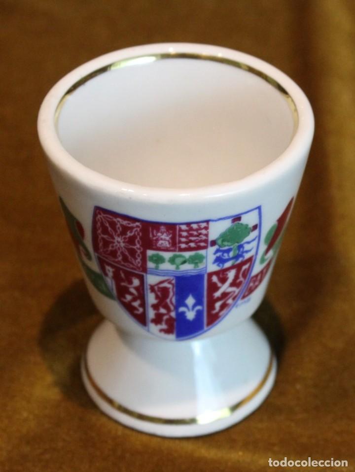 PEQUEÑO VASO CERÁMICO CON ESCUDO DE EUSKALHERRIA, 85 MM DE ALTURA (Antigüedades - Porcelanas y Cerámicas - Otras)