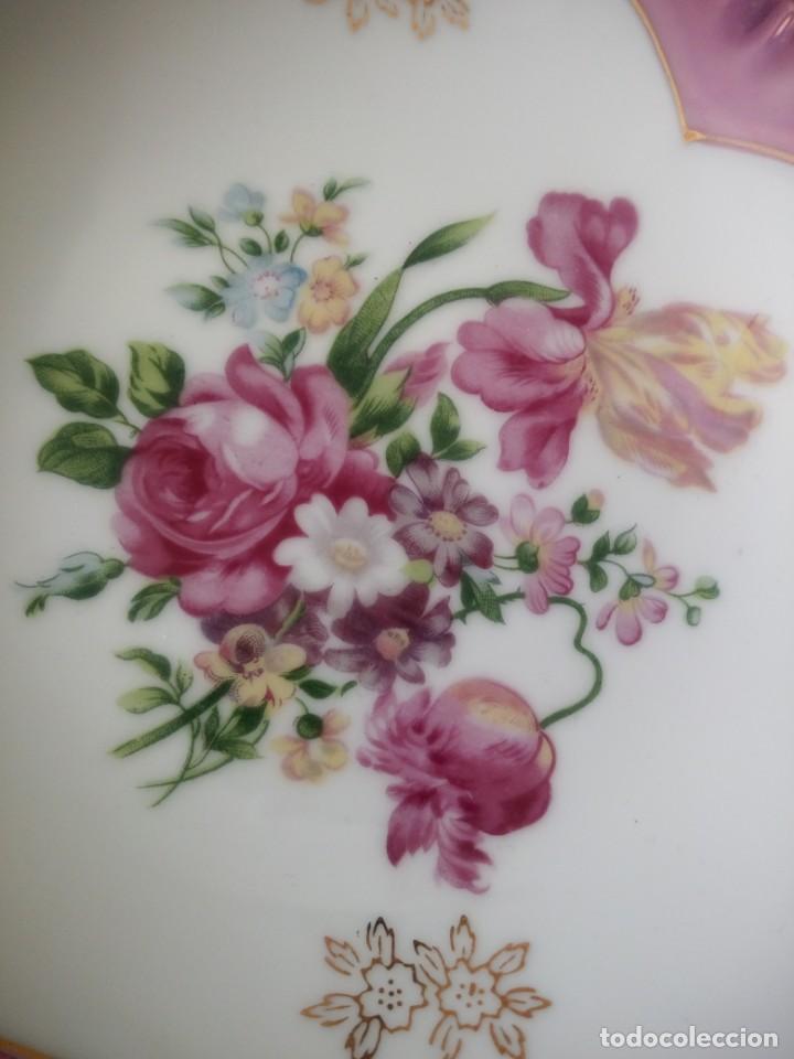 Antigüedades: Precioso plato de porcelana forma de corazón,pintado a mano. - Foto 7 - 195335197