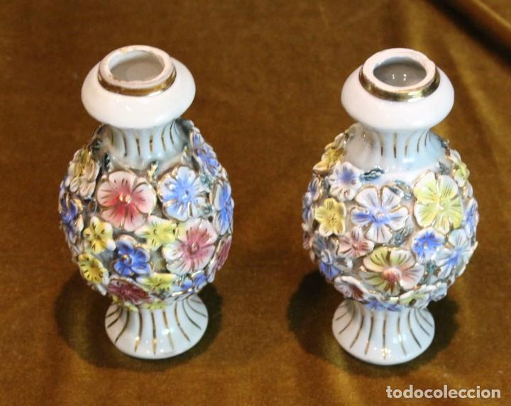 DOS PEQUEÑOS PORTAVELAS DE PORCELANA, 15 CM DE ALTURA (Antigüedades - Porcelanas y Cerámicas - Otras)