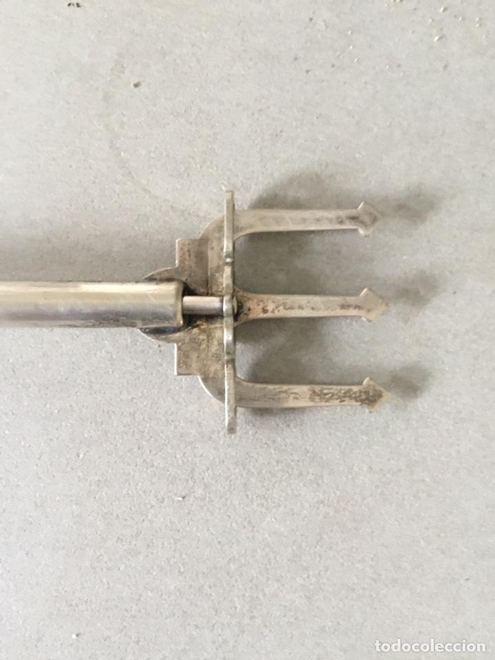 Antigüedades: Tenedor de servir antiguo y numerado - Foto 8 - 195338701