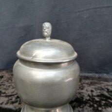 Antigüedades: ANTIGUA AZUCARERA DE ZINC SIN USAR CON PRECIO EN PESETAS. Lote 195339422