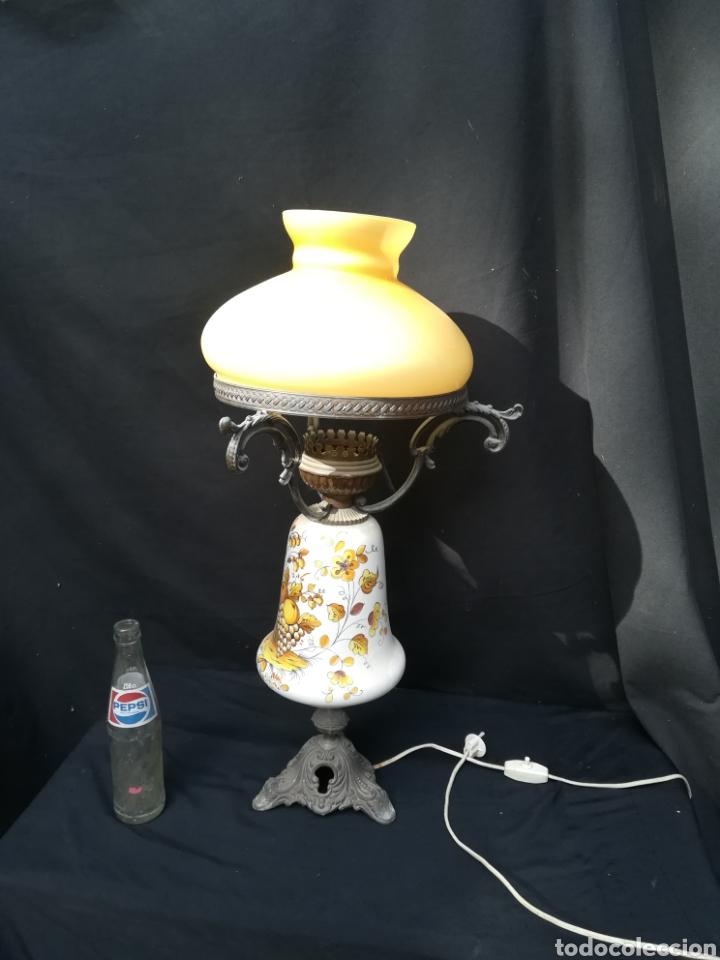 ANTIGUA LAMPARA DE PORCELANA, BRONCE Y TULIPA DE OPALINA (Antigüedades - Iluminación - Lámparas Antiguas)