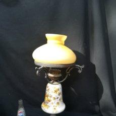 Antigüedades: ANTIGUA LAMPARA DE PORCELANA, BRONCE Y TULIPA DE OPALINA. Lote 195340780
