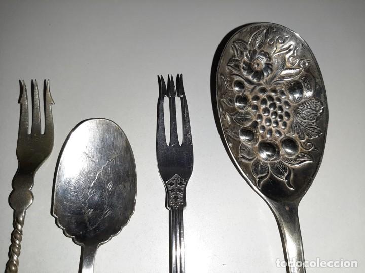 Antigüedades: Bonito lote de diferentes cubiertos antiguos con marcajes .plata y plata plateado. Inglaterra. - Foto 2 - 195345067