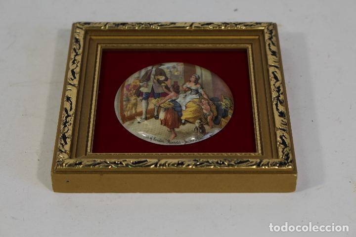 Antigüedades: cuadro pequeño con escena romantica en porcelana fina staffordshire - Foto 3 - 195350398