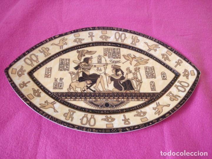 PLATO DE PORCELANA FORMA DE OJO EGIPCIO FATHI MAHMOUD LIMOGES - HECHO EN EGIPTO,AMARILLO NEGRO Y ORO (Antigüedades - Porcelana y Cerámica - Francesa - Limoges)
