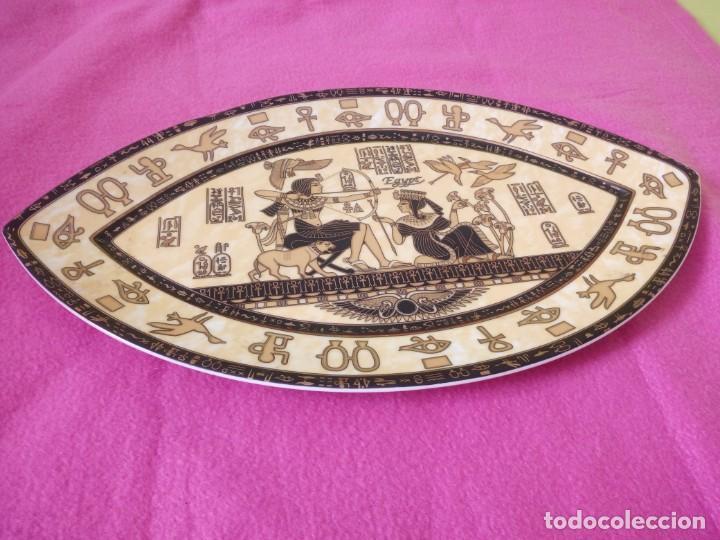 Antigüedades: plato de porcelana forma de ojo egipcio Fathi Mahmoud Limoges - Hecho en Egipto,amarillo negro y oro - Foto 3 - 195359635