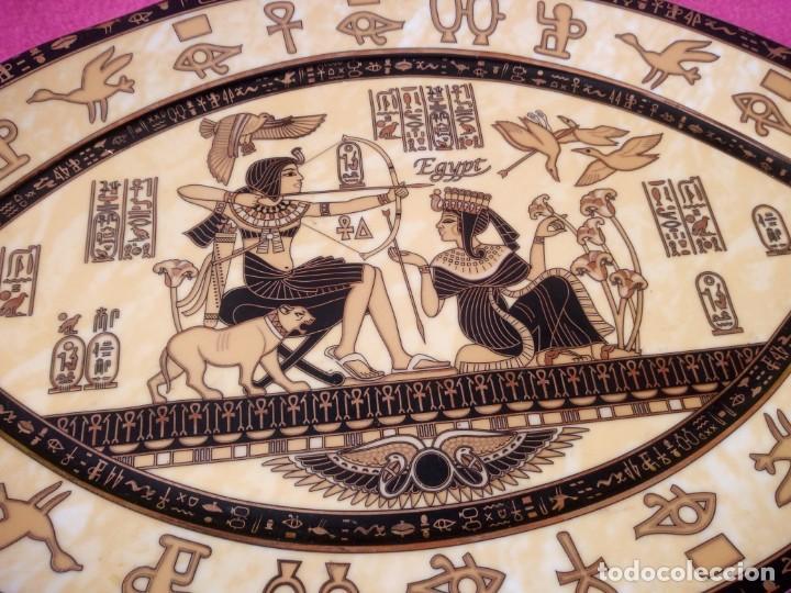 Antigüedades: plato de porcelana forma de ojo egipcio Fathi Mahmoud Limoges - Hecho en Egipto,amarillo negro y oro - Foto 4 - 195359635