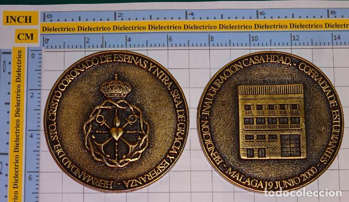 MEDALLA MEDALLÓN RELIGIOSO. CASA HERMANDAD COFRADÍA ESTUDIANTES, MÁLAGA. CRISTO CORONADO 2000. 110GR (Antigüedades - Religiosas - Medallas Antiguas)