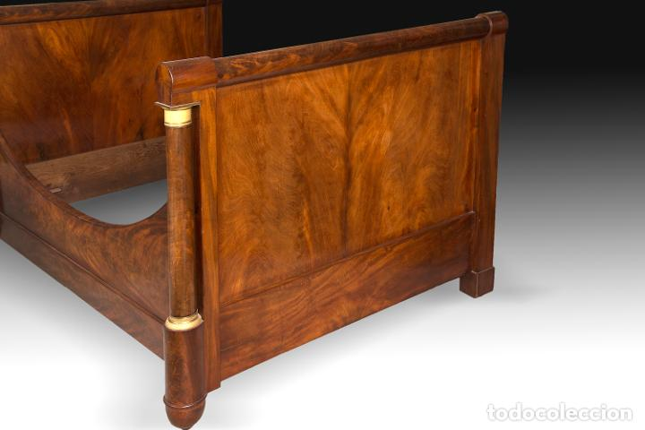 "Antigüedades: Cama Imperio ""de barco"" en madera de caoba y bronce sobredorado, Francia, siglo XIX. - Foto 2 - 195369071"