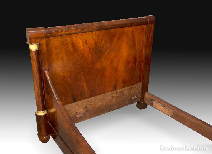 "Antigüedades: Cama Imperio ""de barco"" en madera de caoba y bronce sobredorado, Francia, siglo XIX. - Foto 3 - 195369071"