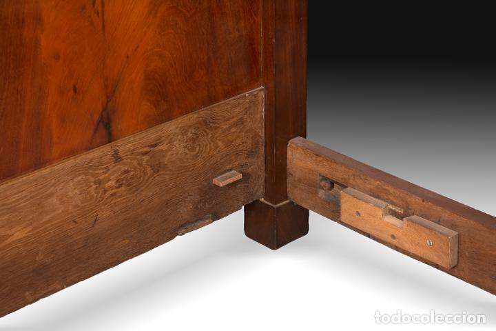 "Antigüedades: Cama Imperio ""de barco"" en madera de caoba y bronce sobredorado, Francia, siglo XIX. - Foto 4 - 195369071"