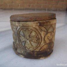 Antigüedades: ANTIGUA CAJA DE ASTA TALLADA. Lote 195369268