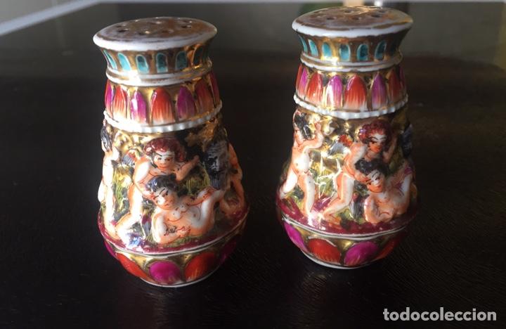 CAPODIMONTE SALERO Y PIMENTERO EN PORCELANA XIX/XX (Antigüedades - Porcelanas y Cerámicas - Otras)