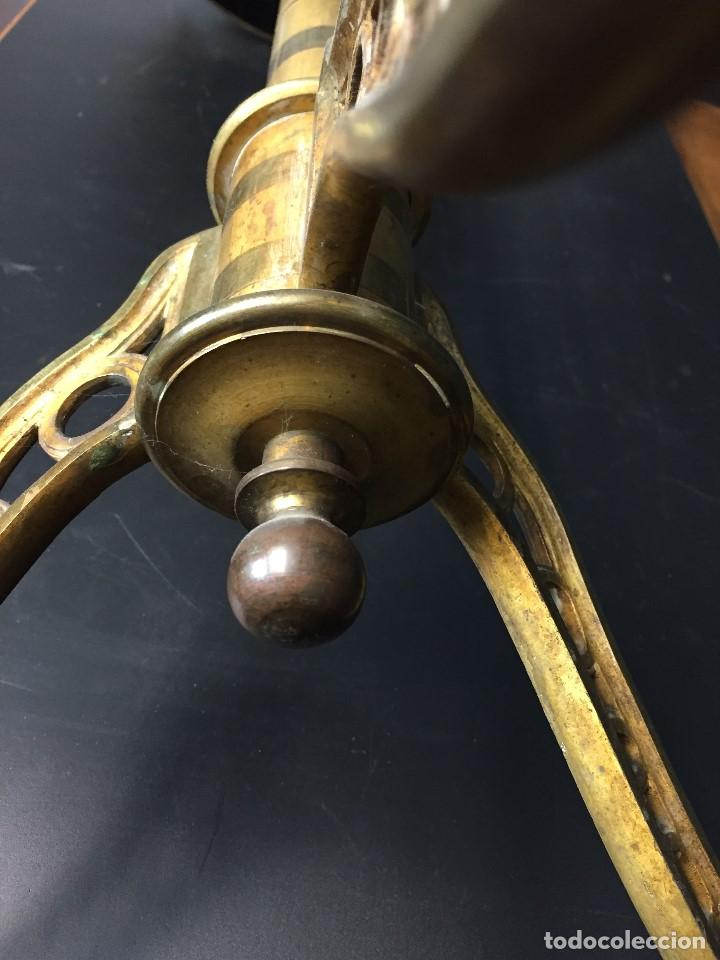 Antigüedades: Gueridón vitrina. Bronce policromado y sobredorado, Francia, época Napoleón III, siglo XIX. - Foto 5 - 195370835