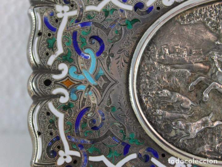 Antigüedades: PURERA PITILLERA EN PLATA FRANCESA SOBREDORADA Y ESMALTES CON ESCENA EN RELIEVE DEL SIGLO XIX - Foto 3 - 195372718