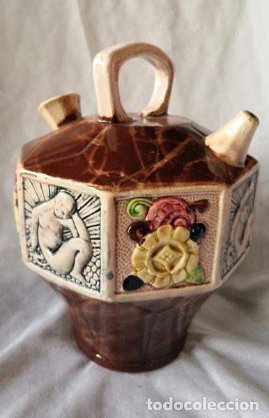 RARO BOTIJO ESMALTADO MARMOLEADO, DECORACIÓN EN RELIEVE CON MOTIVOS CLÁSICOS (Antigüedades - Porcelanas y Cerámicas - Otras)