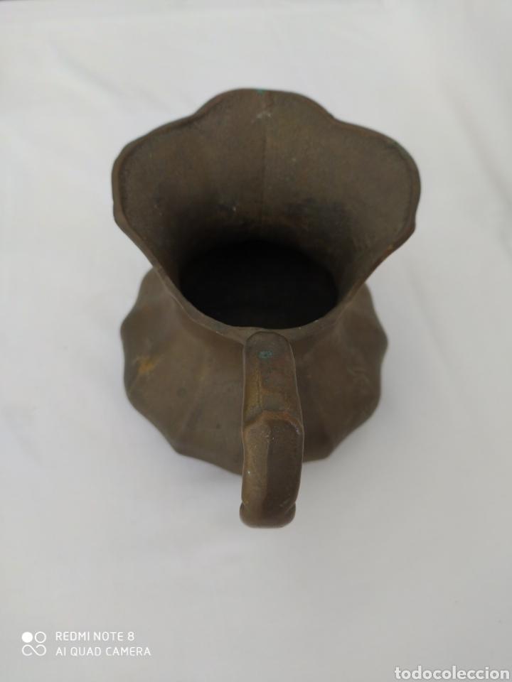 Antigüedades: DOS VIEJAS JARRAS DE BRONCE CON MUCHO PESO - Foto 10 - 195376030