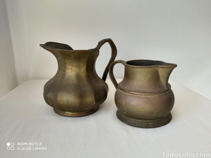 Antigüedades: DOS VIEJAS JARRAS DE BRONCE CON MUCHO PESO - Foto 2 - 195376030