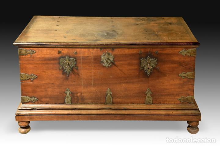 """Antigüedades: Arca """"de Ayuntamiento"""" en madera de nogal y herrajes en hierro forjado. Castilla, siglo XVII. - Foto 2 - 195377068"""