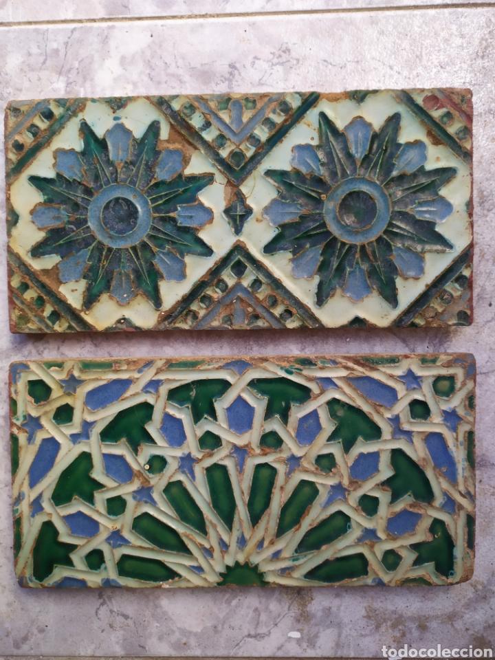 LOTE DE 2 ANTIGUOS AZULEJOS PATENTE FABRICA M. RAMOS REJANO SEVILLA ORIGINAL PRINCIPIOS SIGLO XX (Antigüedades - Porcelanas y Cerámicas - Triana)