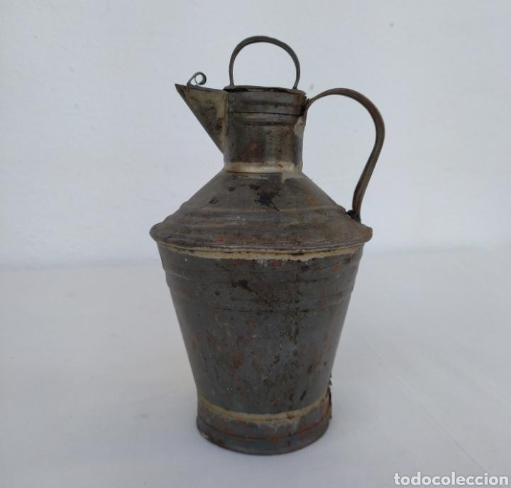 VIEJA ACEITERA DE LATA. (Antigüedades - Varios)