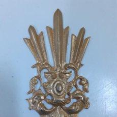 Antigüedades: CORONA DE SANTO CON RELIEVES (1143). Lote 195382068